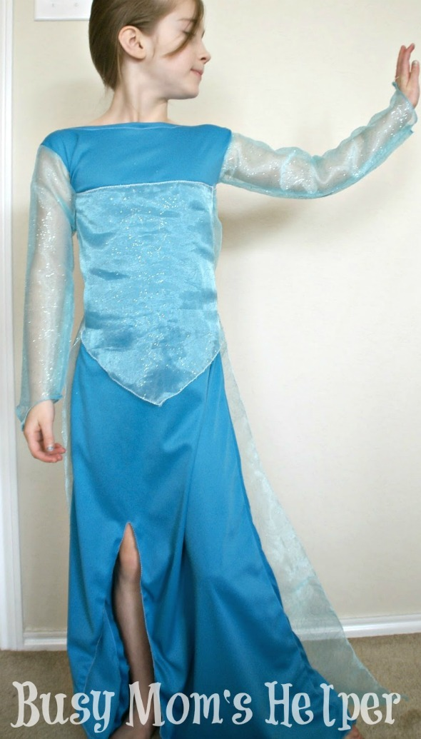 Disney's Frozen Elsa Dress Tutorial / by Busy Mom's Helper #Frozen #ElsaDress #Costume