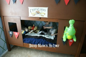 DIY Pirate Treehouse / by www.BusyMomsHelper.com #boysbedroom #bedroommakeover #pirates #pirateroom