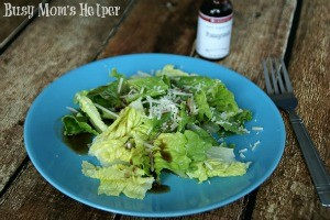 Easy Pomegranate Vinaigrette / by Busy Mom's Helper #SaladDressing #Vinaigrette #Pomegranate #LorAnn