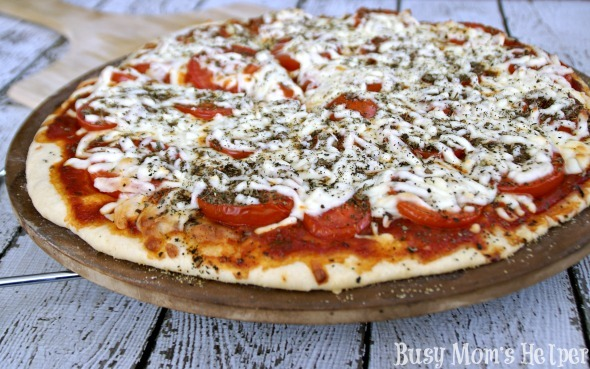 Caprese Pizza / by Busy Mom's Helper #pizza #caprese