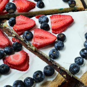 Gluten-Free Sugar Cookie 4th of July Pizza l Steph in Thyme for Busy Mom's Helper