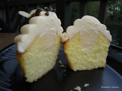 Lemon Bumblebee Cupcakes from The Hungry Bear Restaurant / on Disney Food Blog / Round up by Busy Mom's Helper