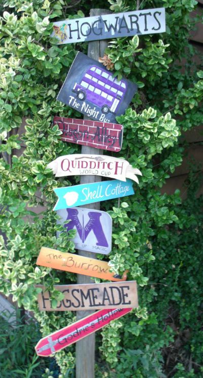 Harry Potter Places Sign / found on Craftster / Round up by Busy Mom's Helper