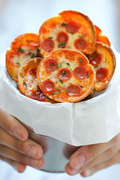 Mini Deep Dish Pizzas / by Damn Delicious / Round up by Busy Mom's Helper