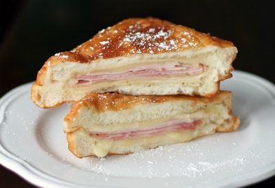 Copycat Disneyland Monte Cristo Sandwiches / by The Kitchen Magpie / Round up by Busy Mom's Helper