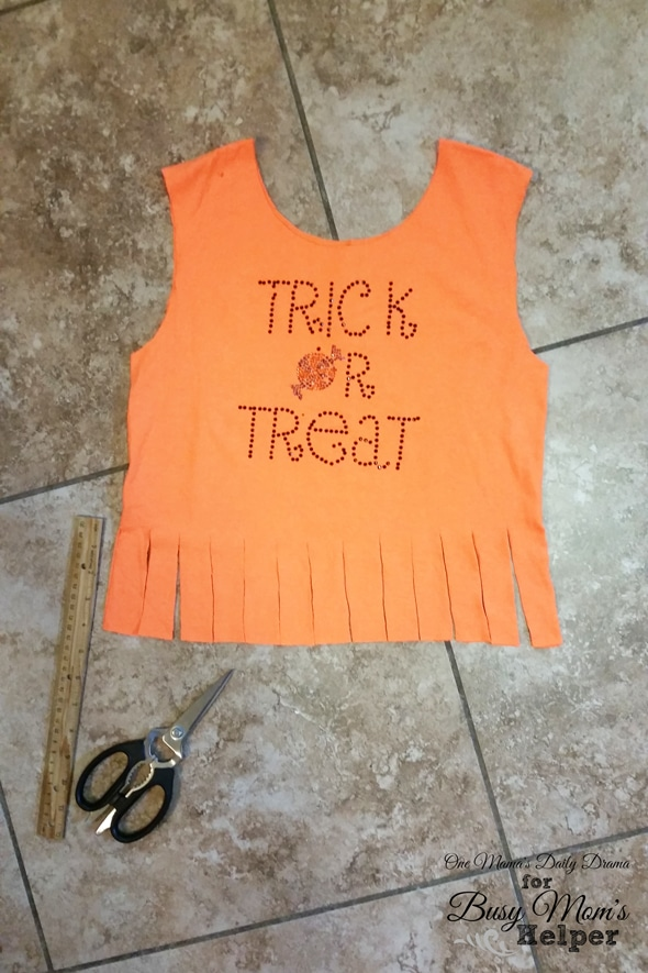 Easy no-sew trick-or-treat bag   One Mama's Daily Drama for Busy Mom's Helper
