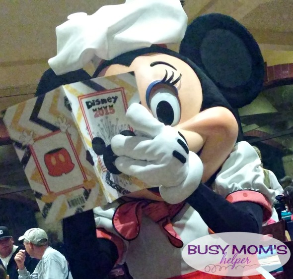 No more boring lines at Disneyland - grab our 2016 'Unofficial' Disneyland Activity & Autograph book to keep the kids happily entertained! Minnie Mouse Autograph Page