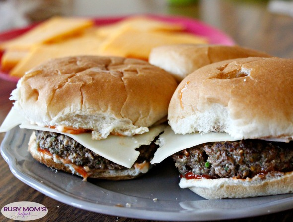 Blended Burgers / a delicious beef pattie blended with flavorful mushrooms and other veggies makes for the perfect Hamburger (or Cheeseburger!) / by BusyMomsHelper.com #ad #Blenditarian #CG