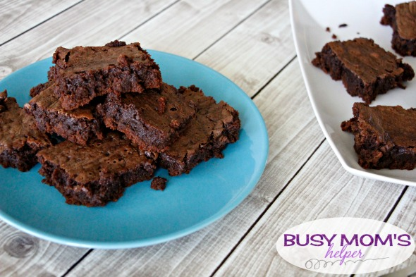 Hot Cocoa Brownies / by BusyMomsHelper.com / This is the perfect dessert recipe for chocolate lovers! Easy to make, super moist & soft brownies!