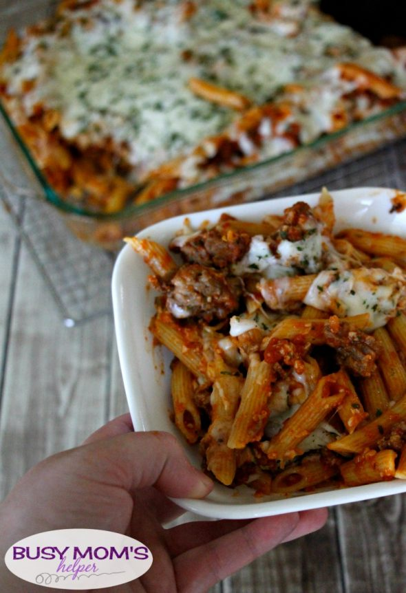 Cheesy Sausage Pasta Casserole / a quick dinner recipe for less than $10! #ad