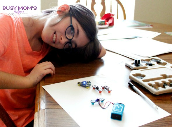 The Circuit Scribe is a great holiday gift idea for learning and tech lovers! #ad