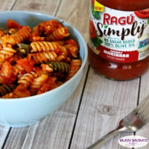 Busy Weeknight Dinner Ideas / Delicious Cheesy Chicken Pasta Recipe #AD #NewRAGUSimply @RaguSauce